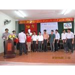 Chi cục trưởng thú y Bắc Giang phát chứng chỉ cho học viên